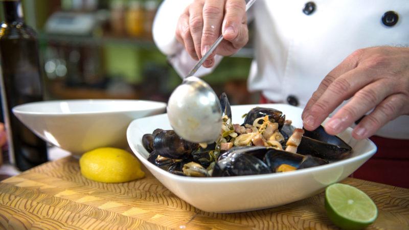 blue-mussels-mytilus-edulis-chef-cooked-recipe